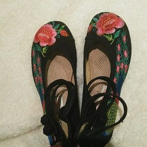 Shoes - Beautiful Asian style shoe 💮🌸